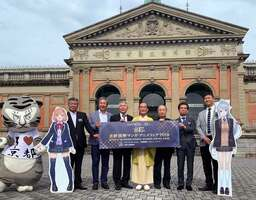 京都国立博物館で「京まふ」をPRする実行委員会のメンバーら(京都市東山区)
