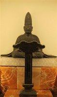 慈眼寺に安置されている光秀の木造座像と位牌