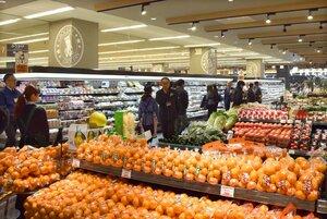 地元産食品も豊富に扱う核テナントのスーパー「デイリーカナートイズミヤ」(京都市左京区・洛北阪急スクエア)