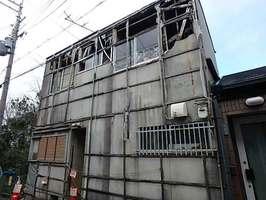 京都市が6月、行政代執行による解体を公告した空き家(東山区)