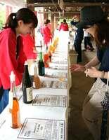 全国各地の梅酒の試飲ができる「全国梅酒まつりin京都」(京都市上京区・北野天満宮)