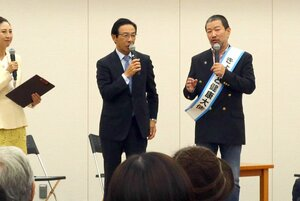 自らの健康法を西脇知事(中央)に語る木村さん(右)=京都市下京区・京都経済センター