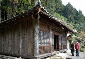 秘仏が公開される賀善寺の本堂(京都府南丹市日吉町中世木)