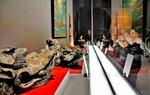 縁起の良い「龍頭瓦」などが並んだ特別展(宇治市宇治・平等院ミュージアム鳳翔館)