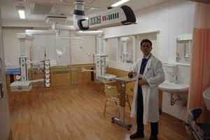 新病棟に設けられた集中治療室。従来に比べて広く、木目調にするなど工夫を凝らしている(京都市左京区・京都大医学部付属病院)
