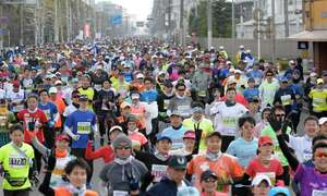 多くのランナーが参加する京都マラソン(京都市内)