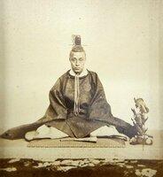 新村出旧宅で見つかった慶喜の肖像写真。ケースに入れて保管されていた