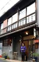 旧お茶屋の建物を活用した五条モールの外観