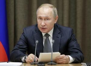 ロシア・ソチでの会議に出席したプーチン大統領=2日(タス=共同)