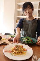 イタリアンレストランを開店した志賀さん。卵、小麦、乳製品を使わない料理を提供する(京都市左京区)
