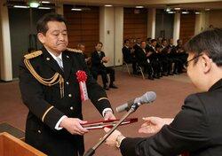 「安全な地域づくりに尽力」たたえ 9人に京都新聞警察功労賞