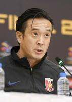 ACL決勝第1戦を前に記者会見する浦和の大槻監督=8日、リヤド(共同)