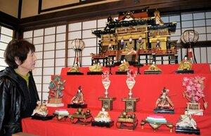 3月3日のひな祭りに合わせ、旧三上家住宅に展示されている「御殿びな」(宮津市河原)