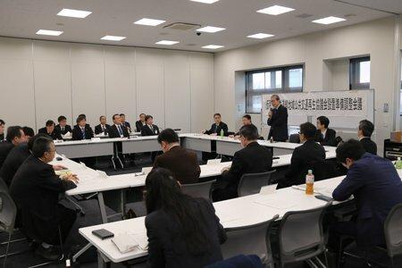 バスに転換した場合の影響などを話し合った会議(東近江市役所)