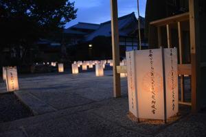 【資料写真】京都アニメーション放火事件の犠牲者を悼む灯籠(2019年8月、京都市上京区・清浄華院)