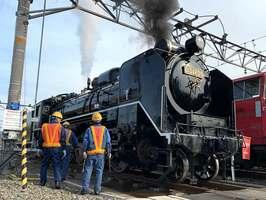 SL北びわこ号としてのデビューを控え、車両整備が進む蒸気機関車「D51」形(京都市下京区・JR西日本梅小路運転区)