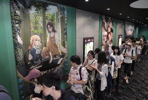 「ヴァイオレット・エヴァーガーデン外伝」が上映される劇場前に列をつくる観客(9月6日、京都市中京区・MOVIX京都)
