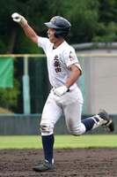 塔南-北桑田 4回表北桑田1死一塁、左越えに2点本塁打を放った岩佐(太陽が丘)