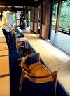 禅寺の静寂、いすに身をゆだねる 多様な41脚を展示・建仁寺