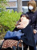 重度訪問介護で毎日24時間派遣されるヘルパーと自立生活する岡山さん(京都市南区)