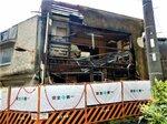 京都市が行政代執行による解体を公告した空き家(8月、右京区西院東今田町)=市提供