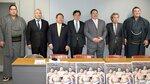 10年ぶりの開催となる「大相撲宇治場所」をPRする実行委員会のメンバーら(府庁)