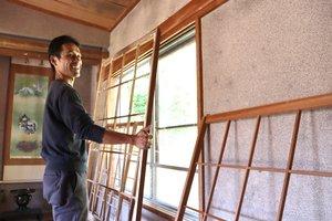 移住に向け家の中を改装する男性(京都府福知山市夜久野町平野)