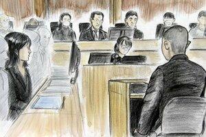 判決を聞く元巡査の男(手前)。左は井本光巡査部長の妻(イラストと構成・田村角)