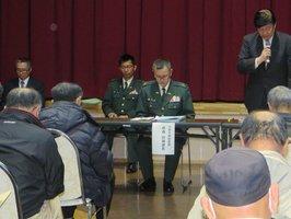 日米共同訓練について住民に説明する防衛省担当者(滋賀県・高島市観光物産プラザ)