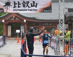 比叡山インターナショナルトレイルランのゴール風景(過去の大会より)