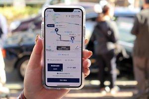 デモンストレーションで示された、事前確定運賃で配車するアプリの画面(京都市右京区)