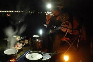 静かな1人の夜を楽しむソロキャンパー(京都府笠置町笠置・笠置キャンプ場)