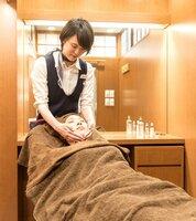 自社の化粧品を使った施術を受けられる、完全個室のエステルーム
