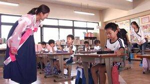 朝鮮学校で学ぶ子どもたち(「アイたちの学校」の一場面から)