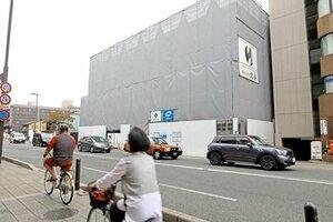 ウエルス・マネジメントが老舗旅館跡地で計画するホテルの建設現場。東南アジアの富裕層が投資しているという(京都市東山区)