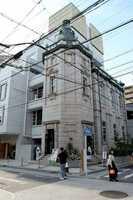31日にホテルがオープンする旧日本生命京都三条ビル(京都市中京区)