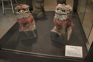 八幡宮社(畑野町)の瓦で作られた獅子とこま犬