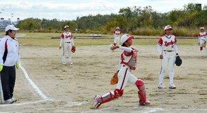 練習に励むホワイトビッキーズの選手たち(京都市内)