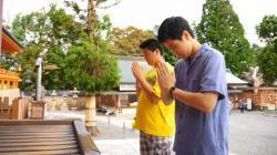 地元の高校生も出演している八幡市のPR動画の一場面=府山城広域振興局提供