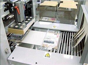 包装から梱包、宛名貼りまで一貫して行える「PACK IN BOX SYSTEM」の一部