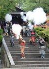 破裂音に驚き「長篠の戦い」ちなみ火縄銃の演舞 信長まつる建勲神社
