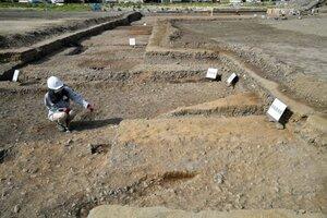 平安京で初めて出土した羅城の土壇跡。九条大路の側溝や路面も初めて見つかった(12日、京都市南区・元洛陽工業高)