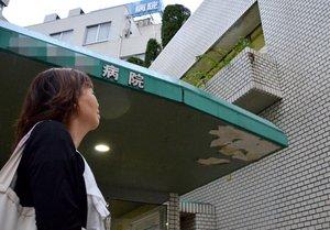 長男侑紀さんの入院する病院へ毎日のように通う容子さん(京都府内)=画像の一部を加工しています
