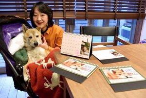 動物愛護のためにカレンダーを作った高谷さんとジェームス(京都市右京区)[LF]