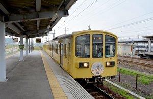 米原駅に入線する近江鉄道の電車(米原市、2016年撮影)